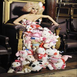 Hello Kitty, imbratisata de staturile pop occidentale pentru a creste vanzarile in.... Japonia