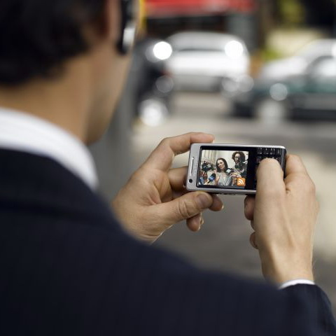 Studiu: Reclamele mobile sunt mai eficiente decat cele desktop