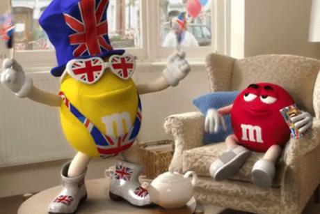 Bomboanele M&M s-au britanizat de dragul Reginei
