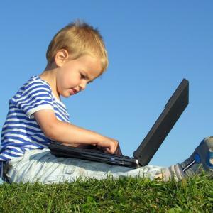 Doar 5% dintre parinti sunt preocupati de tematica site-urilor vizitate de copiii lor