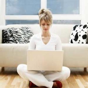 STUDIU: Blogurile si profilurile pe Facebook apartin, in majoritate, femeilor