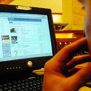 Utilizarea retelelor sociale online la birou duce la scaderea productivitatii muncii