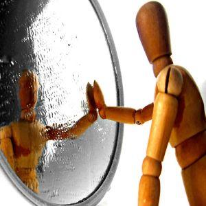 Ai nevoie de alti oameni care sa-ti explice slabiciunile