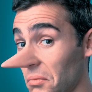 Ochii nu tradeaza un mincinos, insa exista alte 5 semne prin care poti detecta minciuna