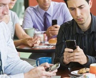 Romanii si smartphone-ul: Cum, unde si de ce il folosesc