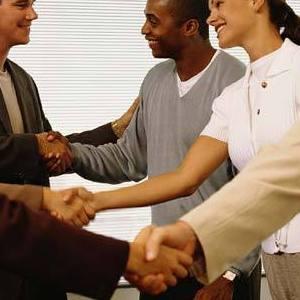 Cum sa iesi in evidenta la o intalnire de networking