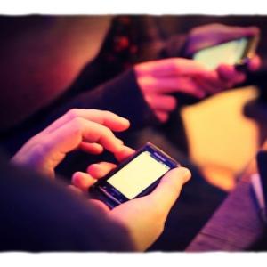 STUDIU: Ce facem cu smartphone-ul