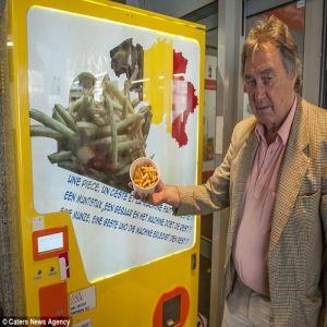 Belgienii au lansat automatul de cartofi prajiti testat pe romani