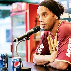 Ronaldinho nu mai joaca pentru Coca-Cola