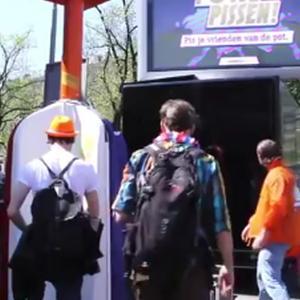 Culmea reclamei: Olandezii te premiaza si cand mergi la toaleta