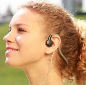 Ascultarea muzicii la casti poate provoaca surzire temporara