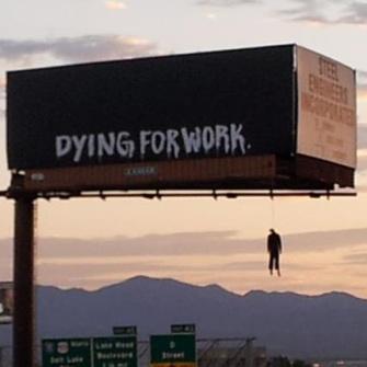 Cand promovarea merge prea departe: Billboard cu spanzurati