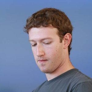Zuckerberg, tradat de propria creatie: Facebook i-a afisat poze private