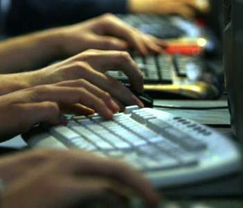 Romanii si internetul: Cat de mult l-au folosit in 2012