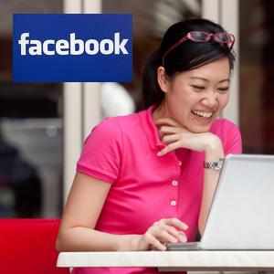STUDIU: Barbatii scriu sms-uri, femeile scriu pe Facebook