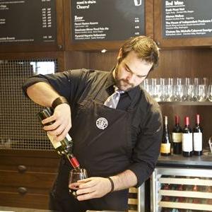 Starbucks continua sa experimenteze cu alcool in Statele Unite