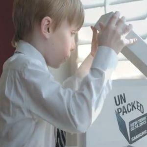 Campania publicitara de promovare a Samsung S4 este criticata ca fiind ciudata