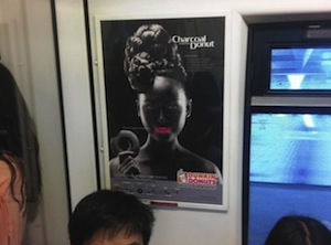 Dunkin' Donuts, criticat pentru o campanie 'bizara si rasista' in Thailanda