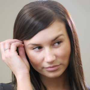 10 greseli legate de limbajul corpului ce ar trebui evitate in timpul unei conversatii