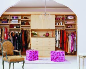 5 trucuri pentru a-ti organiza garderoba asa cum de mult visai