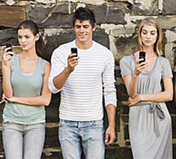 Viitorul e mobile: Peste 1 miliard de utilizatori Facebook vor accesa reteaua de pe telefonul mobil