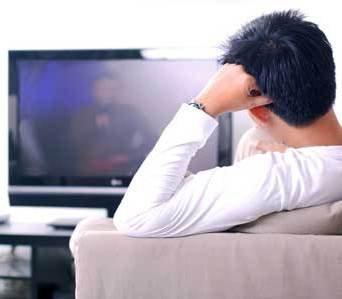 Studiu NIELSEN: Oamenii nu se mai uita la TV ca pe vremuri