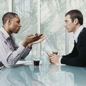7 trucuri pentru a stapani arta conversatiei