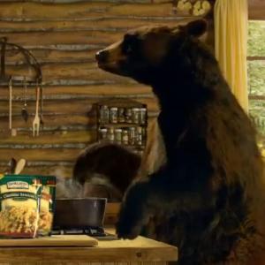 Fac ursii paste in cabana din creierul muntilor? Da, conform unei noi reclame