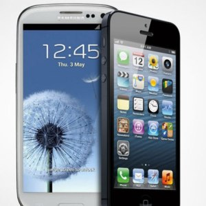 Razboiul continua: iPhone 5 vs. Samsung Galaxy S III