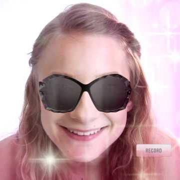 Tehnologia AR a ajuns pe Facebook: Swarovski le pune fanilor ochelari virtuali