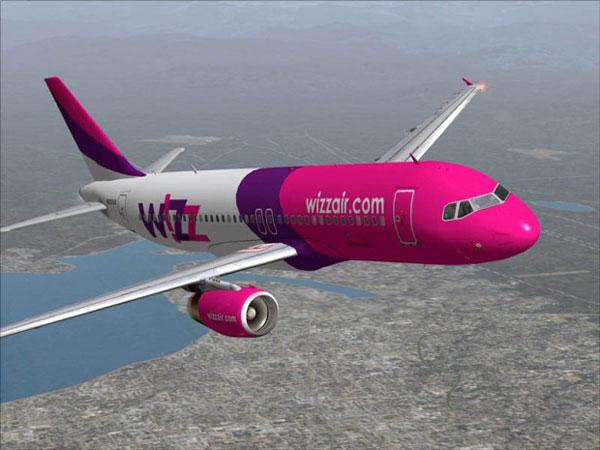 De ce reduce Wizz Air tarifele