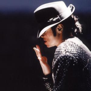 Pepsi il pune pe Michael Jackson pe 1 miliard de cutii, pentru a sarbatori 25 de ani de la lansarea albumului BAD