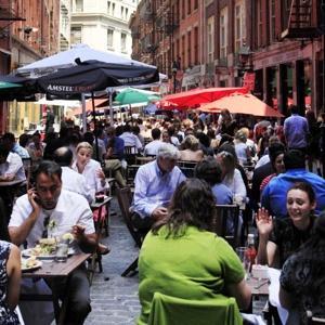 Afacerea ta depinde de turisti? Afla de ce cumpara oamenii suveniruri si ce sa vinzi!