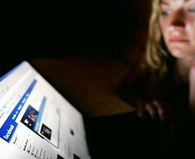 Cati romani au cont pe Facebook