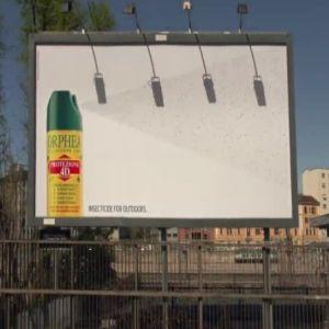 Reclama zilei: Un billboard care prinde muste