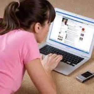 Femeile, mai predispuse la dependenta de internet