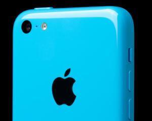 iPhone 5 C, varianta (mai) ieftina, a fost lansat oficial