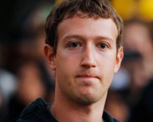 Un roman l-a dat in judecata pe Mark Zuckerberg