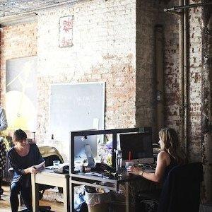 Imprint Projects: Un stil industrial cu accente calde. Tu cum ai vrea sa iti decorezi biroul?