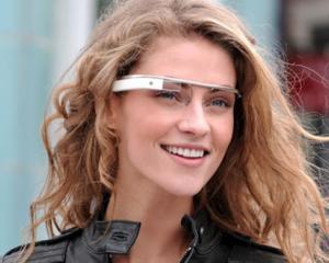 Ochelarii Google Glass vor avea lentile corectoare de vedere