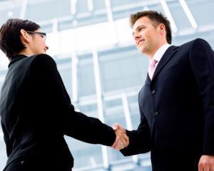 Vrei sa te perfectionezi in managementul vanzarilor? Aplica!