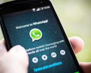 Comisia Europeana analizeaza achizitia WhatsApp de catre Facebook