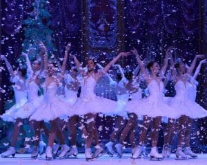 Teatrul clasic de Balet pe Gheata din Moscova interpreteaza in premiera Lacul Lebedelor la Bucuresti
