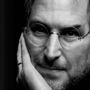 Regula pe care a folosit-o Steve Jobs pentru a ne face sa ne indragostim de produsele Apple