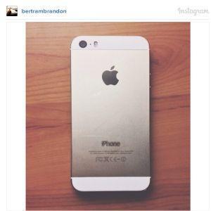 S-a dezlantuit din nou iPhone mania. Isteria generata de telefonul auriu