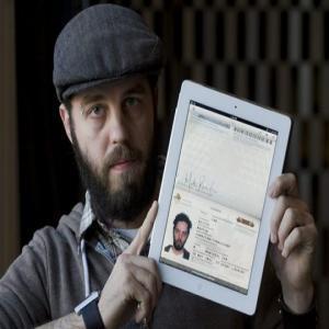 A trecut granita in SUA cu iPad-ul in loc de pasaport